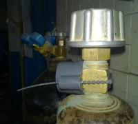 Защитно-пломбирующее устройство для газовых баллонов